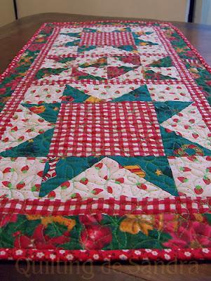 Camino de mesa navideño acolchado