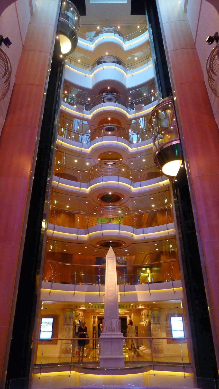 Liberty of the Seas - Promenade