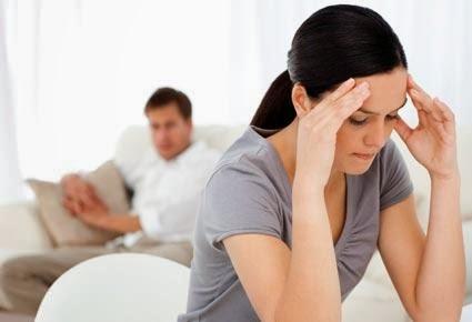 5 أخطاء تجنّبها كي تضمن استمرار علاقتك العاطفية - امرأة فتاة حزينة علاقة حب عاطفية