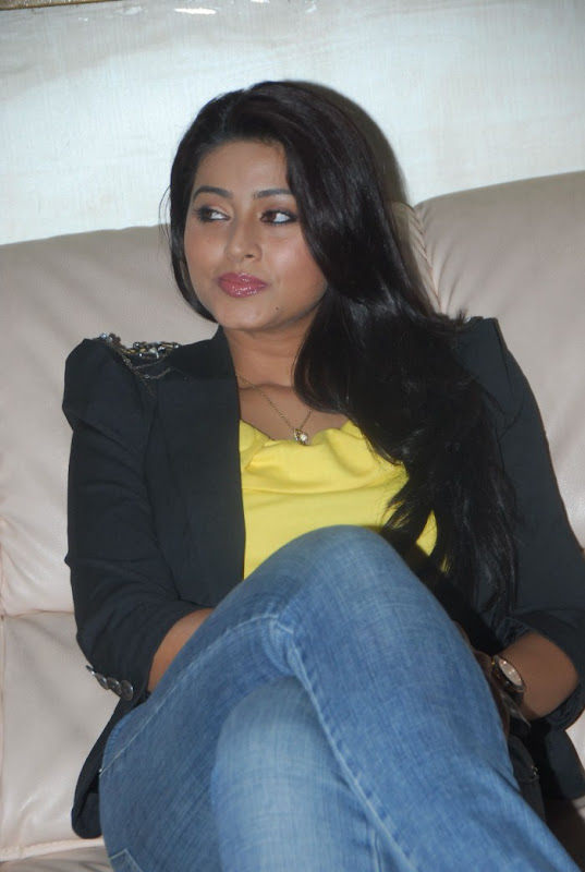 Sneha Latest Photo Gallery Part II sexy stills