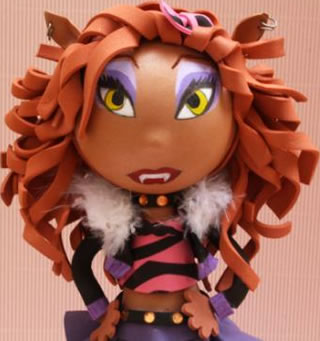 Draculaura and Clawdeen Kissing