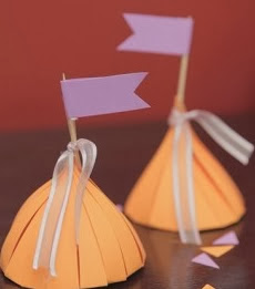 http://lasmanualidades.imujer.com/6869/como-hacer-souvenirs-de-15