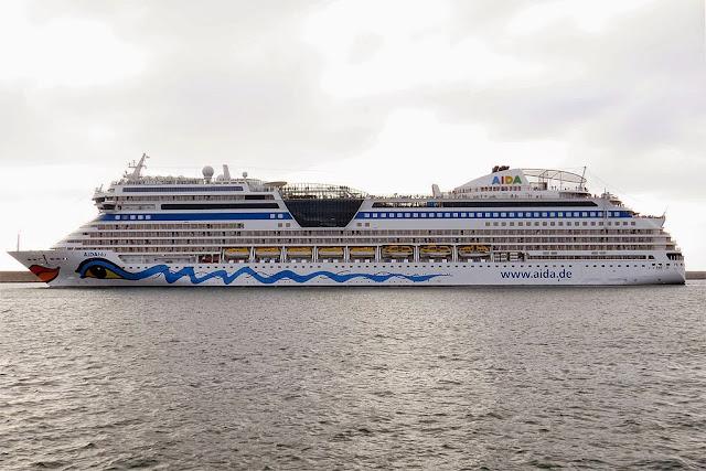 AIDAblu Cruise ship, IMO 9398888, port of Livorno
