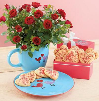 Букет роз и печенье в форме сердечек