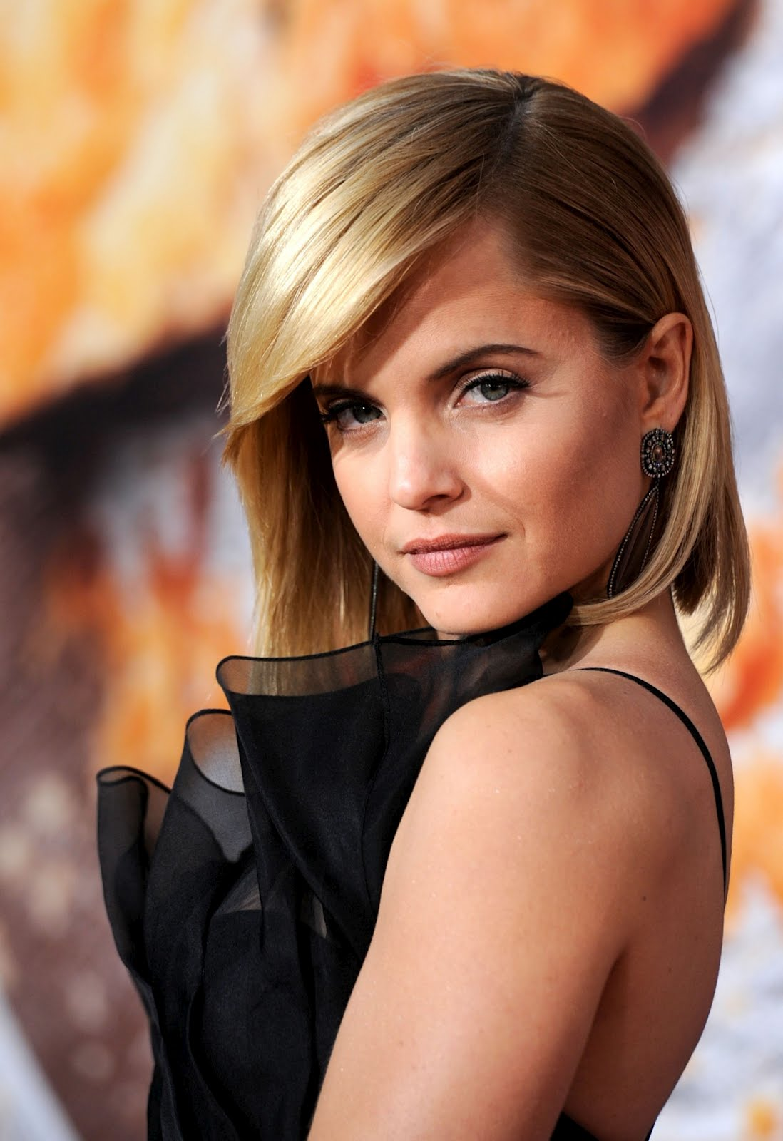 http://2.bp.blogspot.com/-IsI6f4CnHEU/T2o-92oi3-I/AAAAAAAAPjs/mCuERvEeFIE/s1600/Mena_Suvari_hollywood_cut_babe_wallpapers_smile.jpg