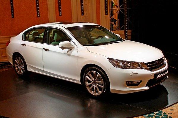 2013 новый Honda Accord девятого поколения.