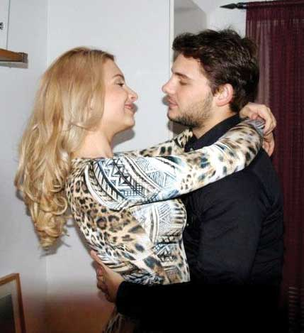 Seldi Qalliu Dhe Domenika http://albavipnews.blogspot.com/2011/12/another-blonde-in-seldis-arms.html