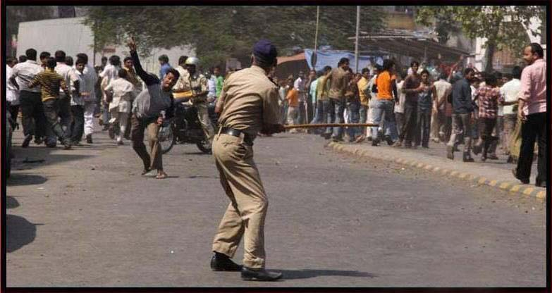 Cricket Fans, police playing cricket, Indian cricket, all indians love Cricket