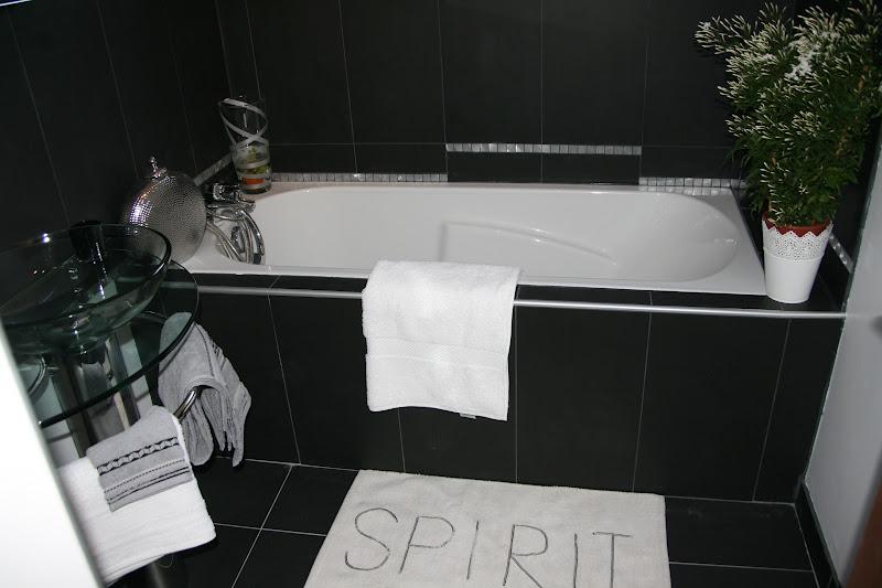 Isabelle h d coration et home staging relooking de ma for Salle de bain 5m2 avec baignoire
