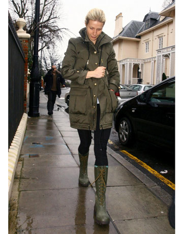 Gwenyth Paltrow   Army Green Parka And Boots