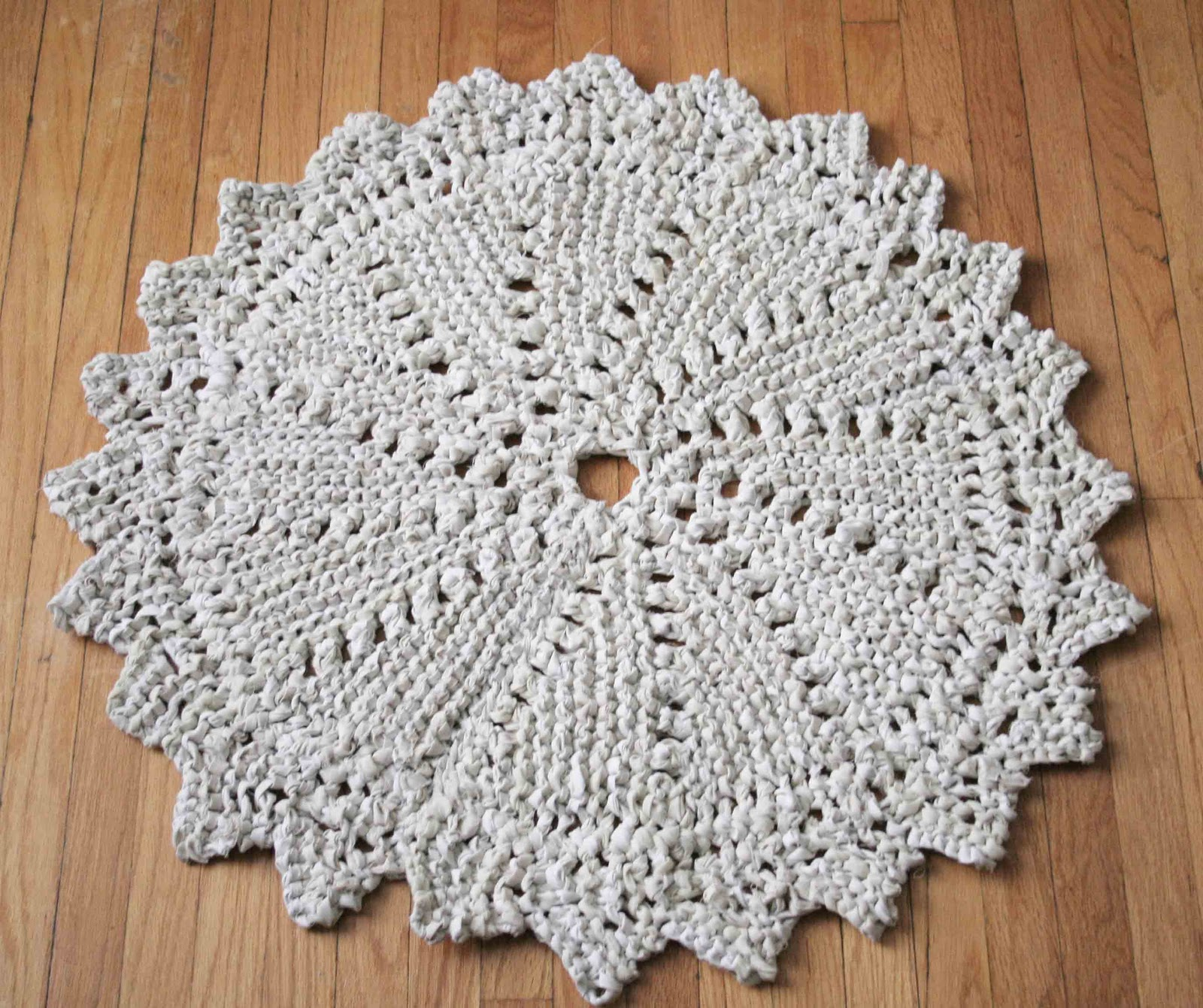 How To Knit A Rug Little Projectiles Knitted Rag Rug