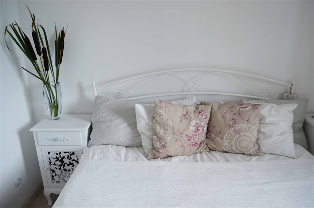 sypialnia skandynawska, biała sypialnia