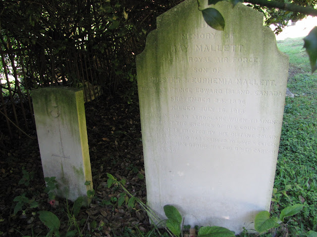 The grave of 2nd Lt. R. Mallett, RAF