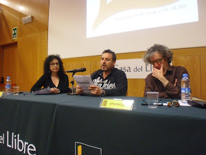 Recitando en la Casa del Libro. Barcelona. 16-05-2012