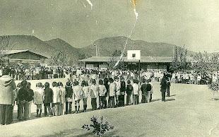 Panorámica la escuela y los cerros de Quilicura año 1970