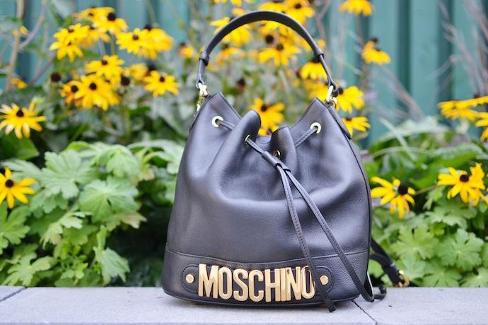 Moschino bucket bag blogger