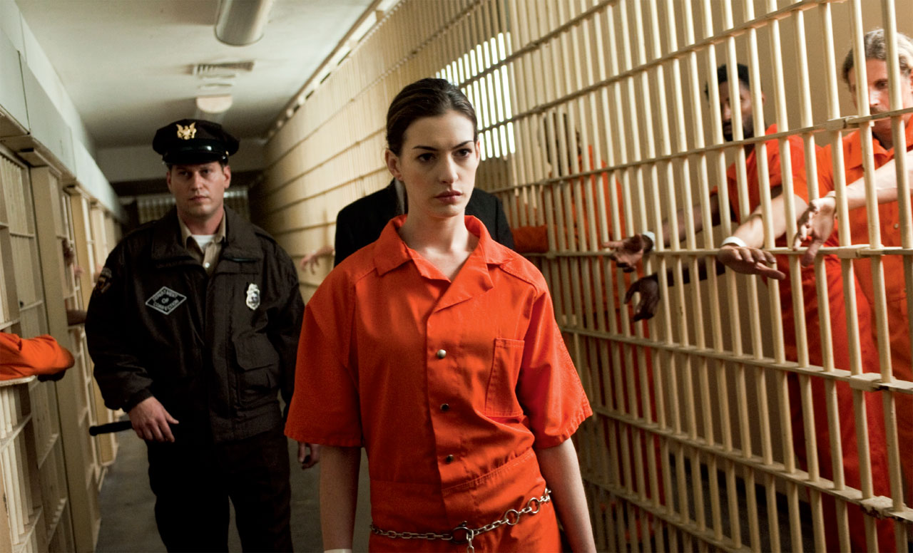 http://2.bp.blogspot.com/-IucoSy-hoDw/T8ycgKuOd8I/AAAAAAAAMzg/KQTTmd-ZXJU/s1600/the-dark-knight-rises-anne-hathaway-prison.jpg
