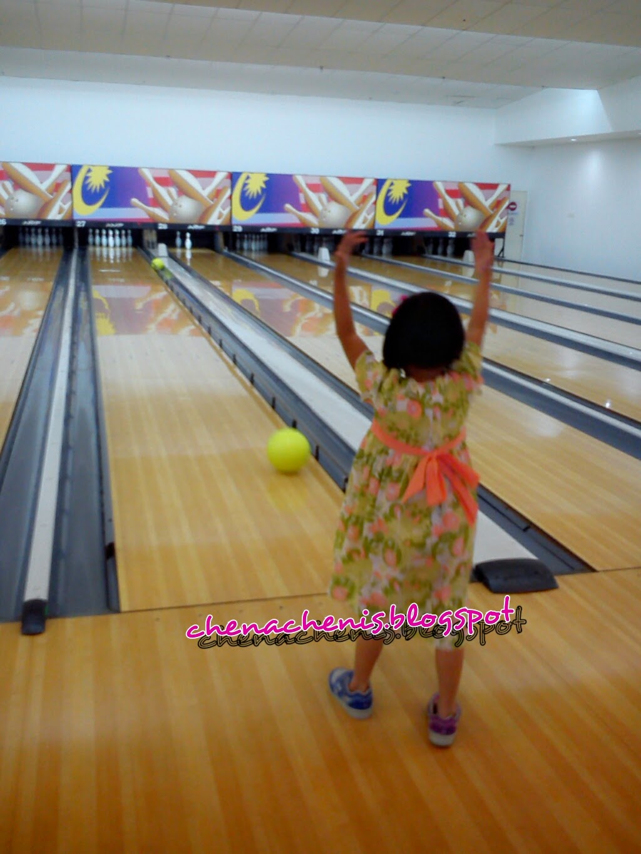 Suka suka main Bowling
