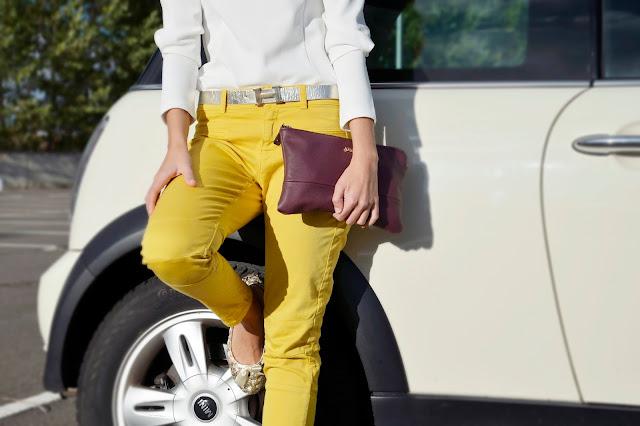 pantalón-amarillo-blusa-maxi-collar-flores-dorado-chic-fashion-blogger