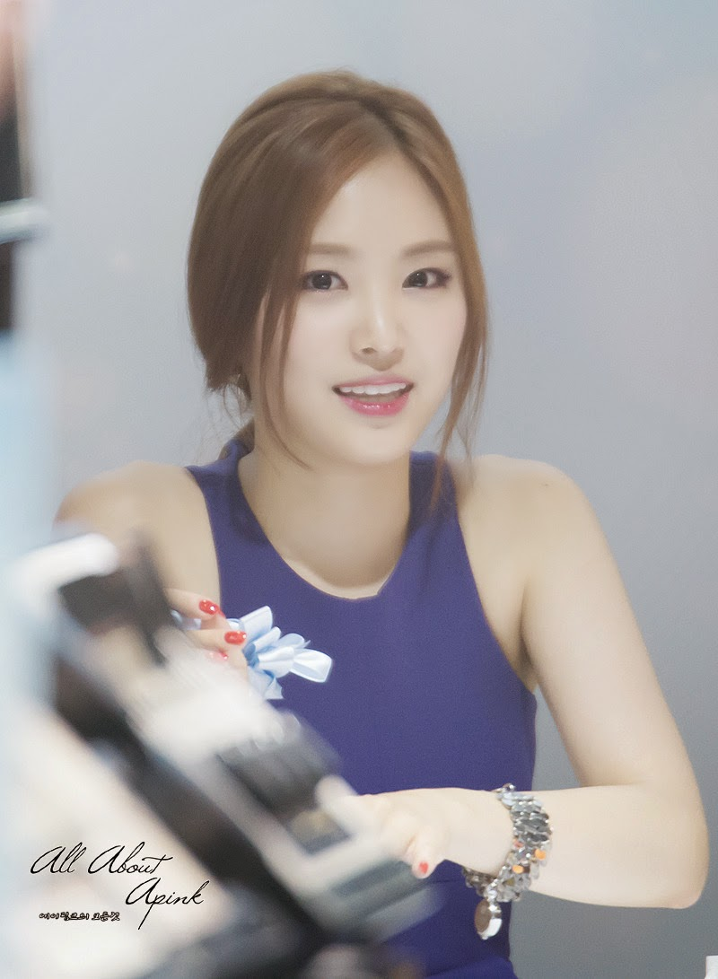 Naeun A Pink Beauty in Blue Peripera Fansign