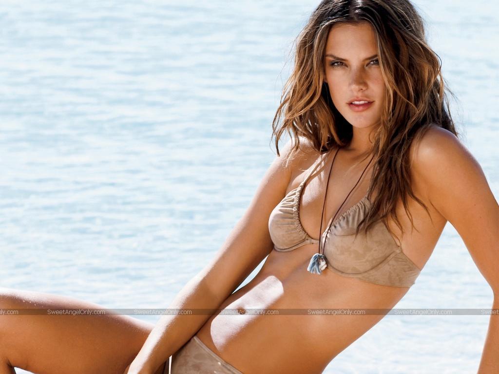 http://2.bp.blogspot.com/-Iv3oFG-Yvrw/T7CA03WgQ5I/AAAAAAAAAoQ/MzVNyZvxDoc/s1600/kate-moss-bikini-photos.jpg