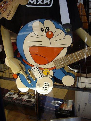 Guitarras pintadas con dibujos anime. 298294_10150310209224819_213182229818_7683191_853290349_n