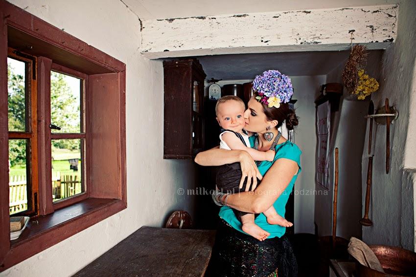 fotografia rodzinna, sesja zdjęciowa niemowlaka, sesje fotograficzne noworodka w poznaniu, zdjęcia rodzin, fotograf dziecięcy