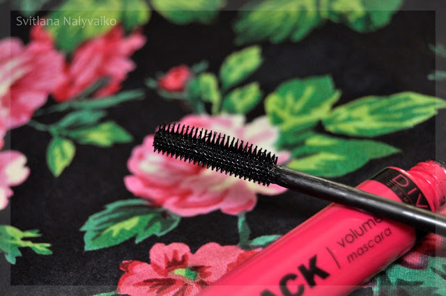 Тушь для ресниц Diva Cosmetics Carbon Black Volume Mascara . Свотчи