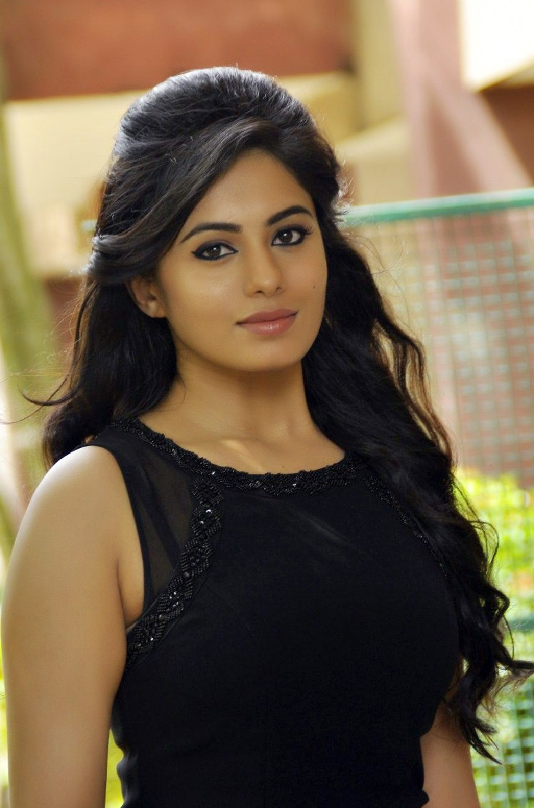 south indian actress wallpapers: south indian actress deepa sannidhi