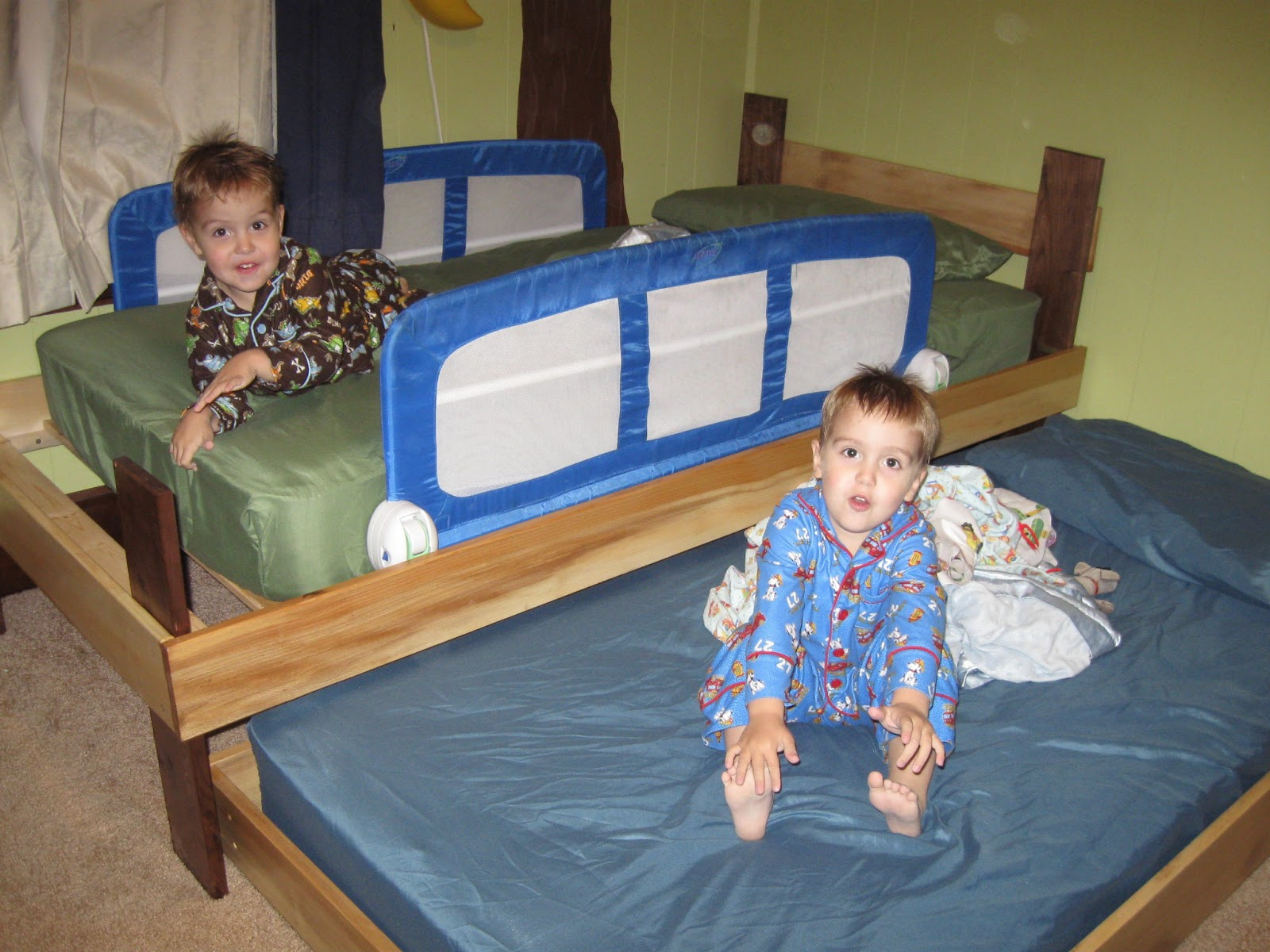 Toddler into Twin Bed Frame DIY 1600 x 1200