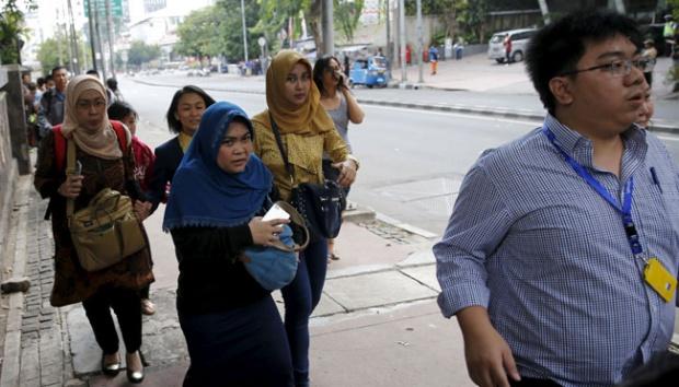 Contoh Berita Bahasa Jawa dengan 5W+1H Bom Sarinah 2016