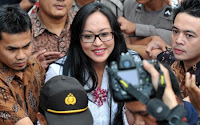 Foto Angelina Sondakh ditahan