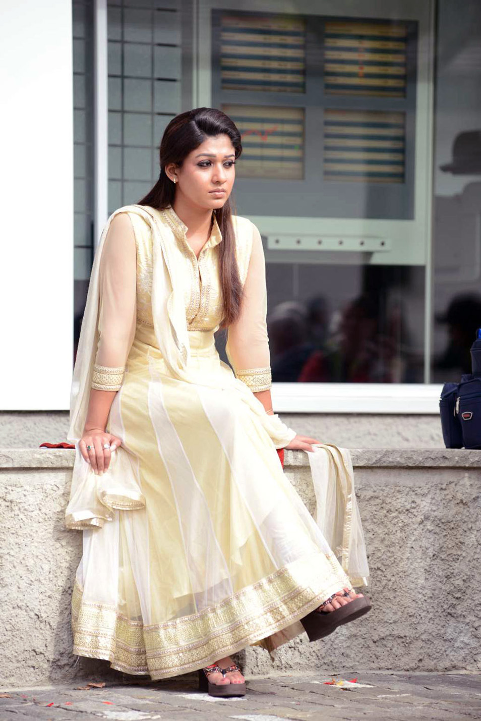 Displaying 18> Images For - Nayanthara Without Dress