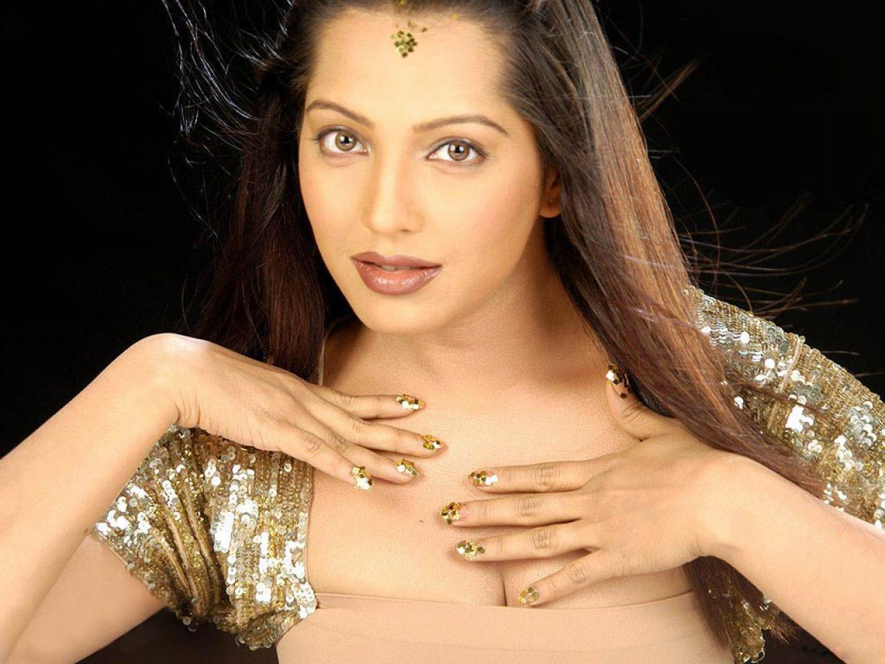 http://2.bp.blogspot.com/-Iw07W27EMNM/T9iNrE1ST2I/AAAAAAAAAXo/BGAekqSPe44/s1600/%60-actrEss-mEghna-naidu-%60-Beautiful+Girls+Wallpapers.jpg
