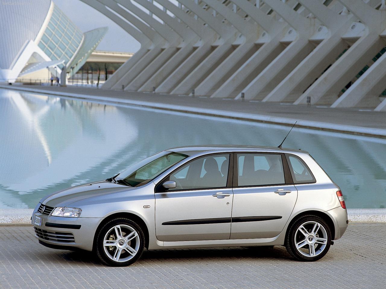 la fiat stilo est une petite voiture familiale produite par le constructeur automobile italien. Black Bedroom Furniture Sets. Home Design Ideas