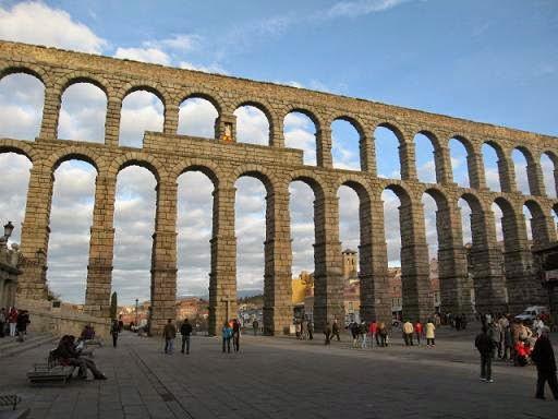 Construcciones romanas en espa a mundo m gico de colores - Acueducto de segovia arquitectura ...