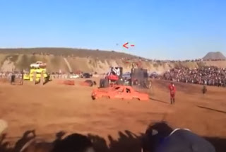hombre polilla en monster truck chihuahua