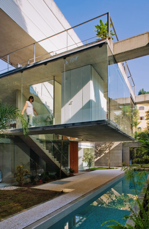 Picture of glass walls on the unusual house in Brazil