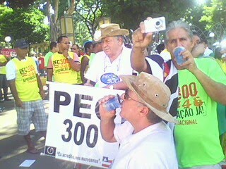 Até PMs cadeirantes paulistas(de chapéu na foto) se fizeram presentes. Integram a Assoc. PM def/SP