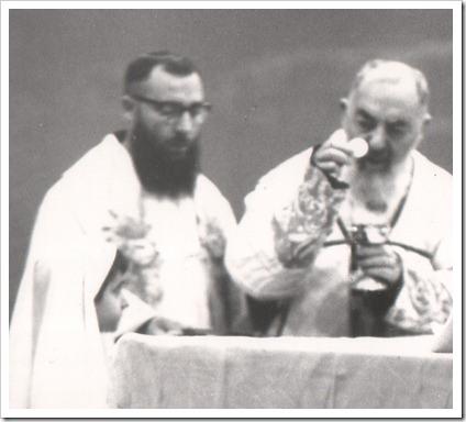 """""""Confie as suas fraquezas à Divina Providência"""". Padre Pio"""