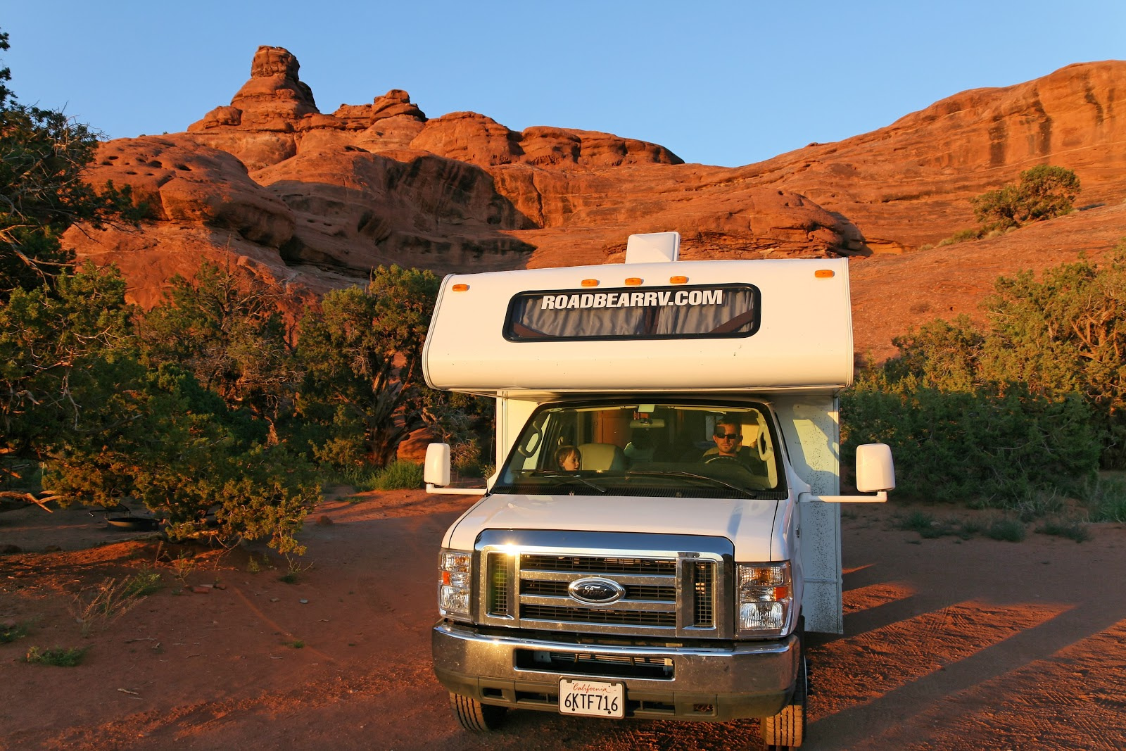 conseils de voyage o louer son camping car rv. Black Bedroom Furniture Sets. Home Design Ideas