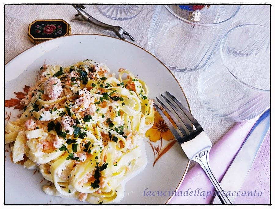 tagliatelle all'uovo con salmone affumicato / egg noodles with smoked salmon