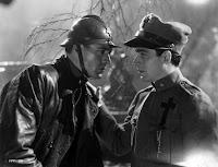 Otro fotograma de la película A Farewell to Arms (Adiós a las Armas) con Gary Cooper y Jack LaRue