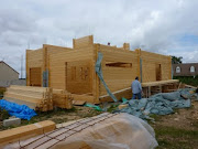 Suite du chantier de cette maison bois bioclimatique. pose des menuiseries . tage maison bois