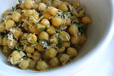 Chickpeas with Coconut Sauce (Shundal)