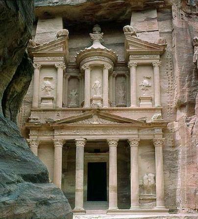 أشهر الأماكن السياحية والأثرية في petra87a5.jpg