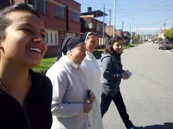 Caminando felices por seguir a Jesús