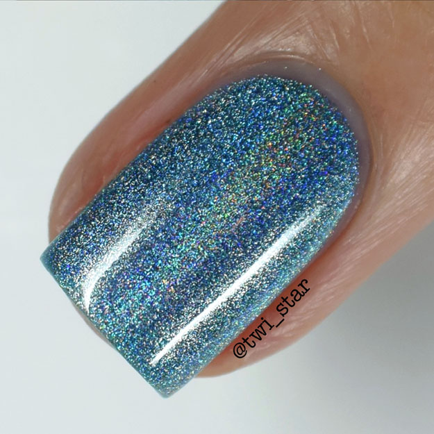 Bundle Monster Holographic Polish Blue Me Away swatch macro