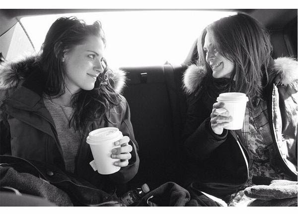 Nueva/vieja foto personal de Kristen Stewart con Julianne Moore by Lindsey Byrnes Kristenstewartdt