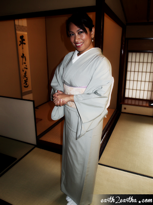 Earth2Eartha in a Kimono